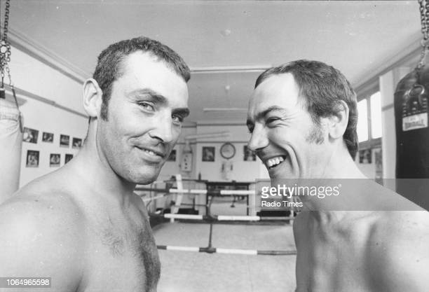 Actor Robert Lindsay and professional boxer Alan Minter pictured during training for the television sitcom 'Seconds Out' August 1980