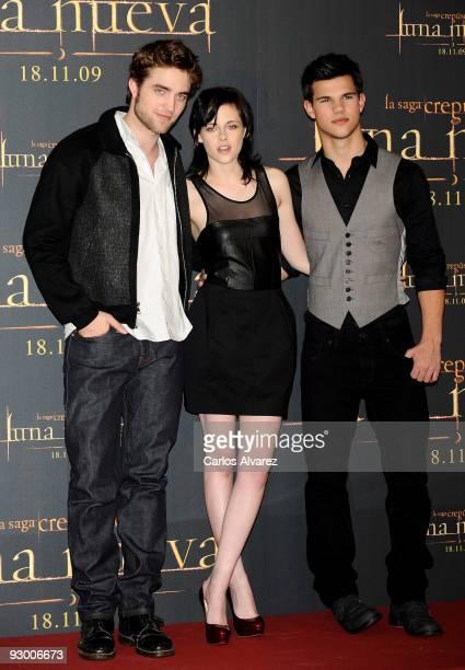 "Actor Robert Pattinson, actress Kristen Stewart and actor Taylor Lautner attend ""The Twilight Saga: New Moon"" photocall at Villa Magna Hotel on..."