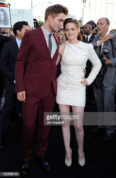"""Actor Robert Pattinson and actress Kristen Stewart arrive at the Los Angeles Premiere """"The Twilight Saga: Eclipse"""" at Regal 14 at LA Live Downtown on..."""