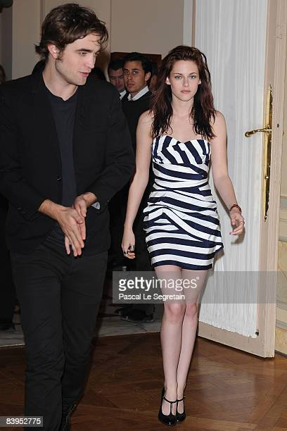Actor Robert Pattinson and Actress Kristen Stewart arrive to attend a photocall for the Catherine Hardwicke's film 'Twilight' on December 8 2008 at...