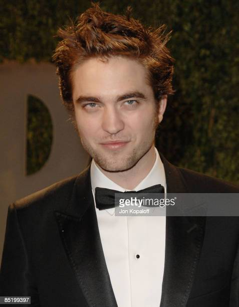 Actor Robert Pattinson arrives at the 2009 Vanity Fair Oscar Party at the Sunset Tower on February 22, 2009 in West Hollywood, California.