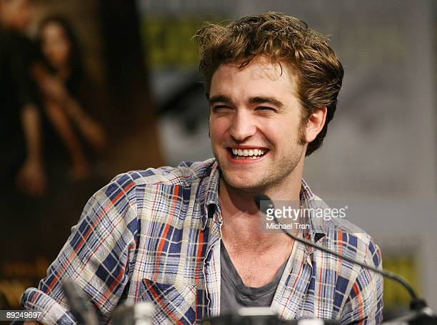 Actor Robert Pattinson attends the 2009 ComicCon Twilight New Moon press conference held at the Hilton San Diego Bayfront Hotel on July 23 2009 in...