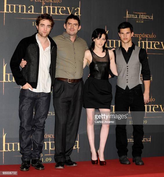 "Actor Robert Pattinson, director Chris Weitz, actress Kristen Stewart and actor Taylor Lautner attend ""The Twilight Saga: New Moon"" photocall at..."