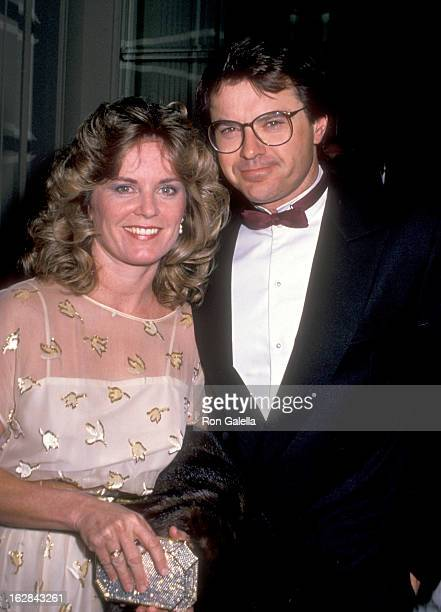 Actor Robert Urich and wife Heather Menzies attend The Tel Aviv Foundation Gala Honoring Robert Wise on January 21 1989 at Beverly Hilton Hotel in...