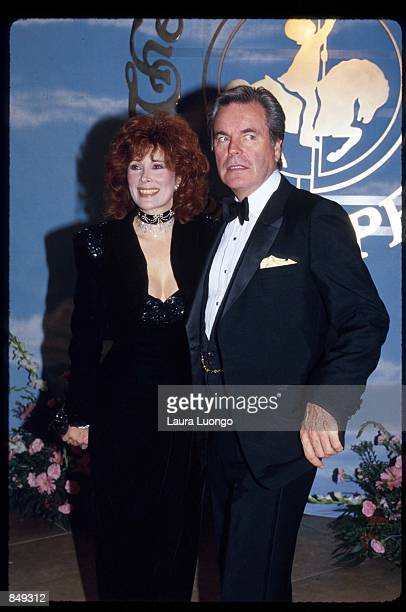 Actor Robert Wagner poses with Jill St John at the Beverly Hilton Hotel October 26 1990 in Los Angeles CA The Children's Diabetes Foundation...