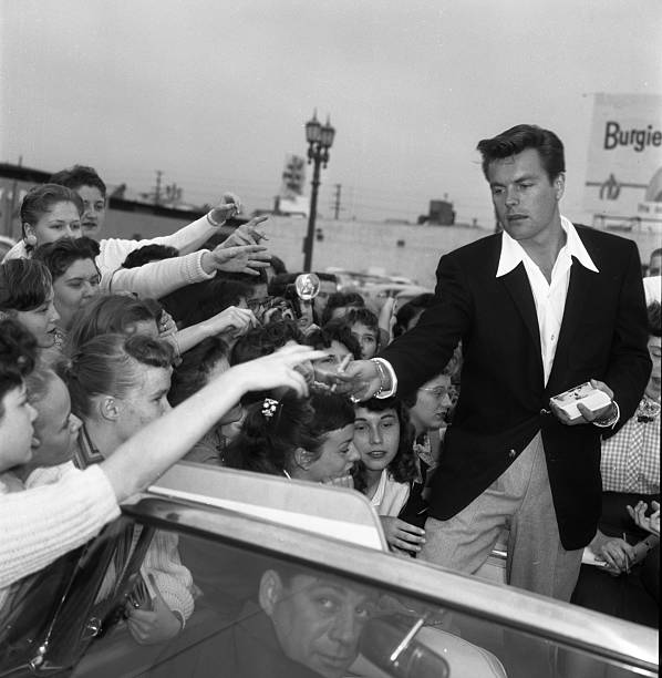 Robert Wagner With Fans