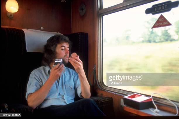 Actor Rodney Bewes photographed shaving on the train, circa 1971.