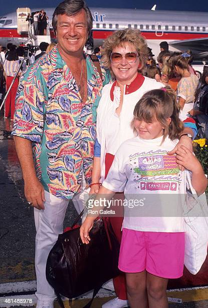 Actor Ron Masak and wife Kay Knebes on June 5, 1990 arrive at the Orlando International Airport in Orlando, Florida.