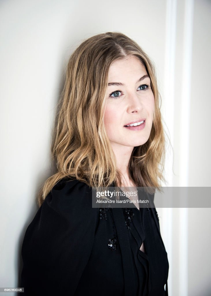 Rosamund Pike, Paris Match Issue 3551, June 14, 2017