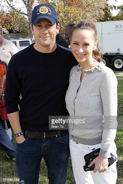 Actor Ross McCall and actress Jennifer Love Hewitt pose at The First Annual San Fernando Valley 'Children's Day' Event at Woodley Park on November 22...