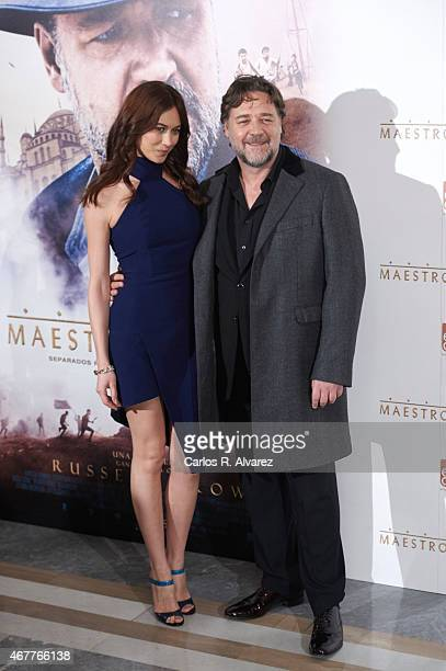 """Actor Russell Crowe and actress Olga Kurylenko attend the """"El Maestro del Agua"""" photocall at the Villamagna Hotel on March 27, 2015 in Madrid, Spain."""