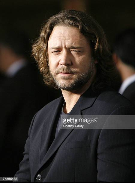 Actor Russell Crowe arrives at the industry screening for Universal's 'American Gangster' at the Arclight October 29 2007 in Hollywood California