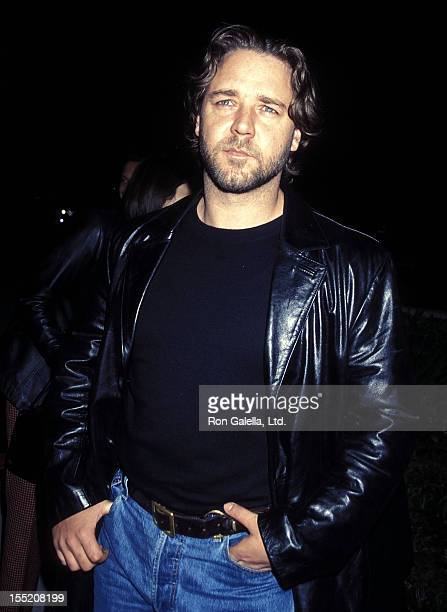 Actor Russell Crowe attends 'A Beautiful Mind' Beverly Hills Premiere on December 13 2001 at the Academy of Motion Picture Arts Sciences in Beverly...