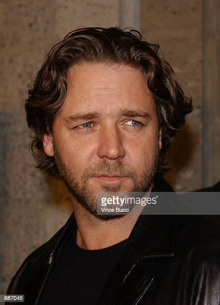 Actor Russell Crowe attends the premiere of the film 'A Beautiful Mind' December 13 2001 in Beverly Hills CA