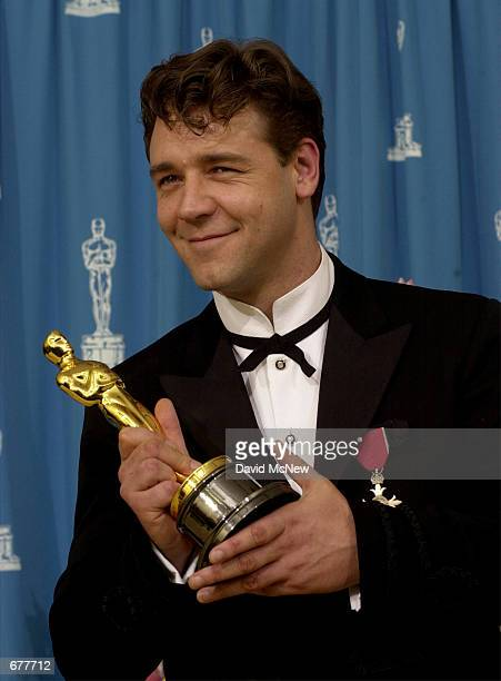 Actor Russell Crowe poses for photographers during the 73rd Annual Academy Awards March 25 2001 at the Shrine Auditorium in Los Angeles Crowe is...