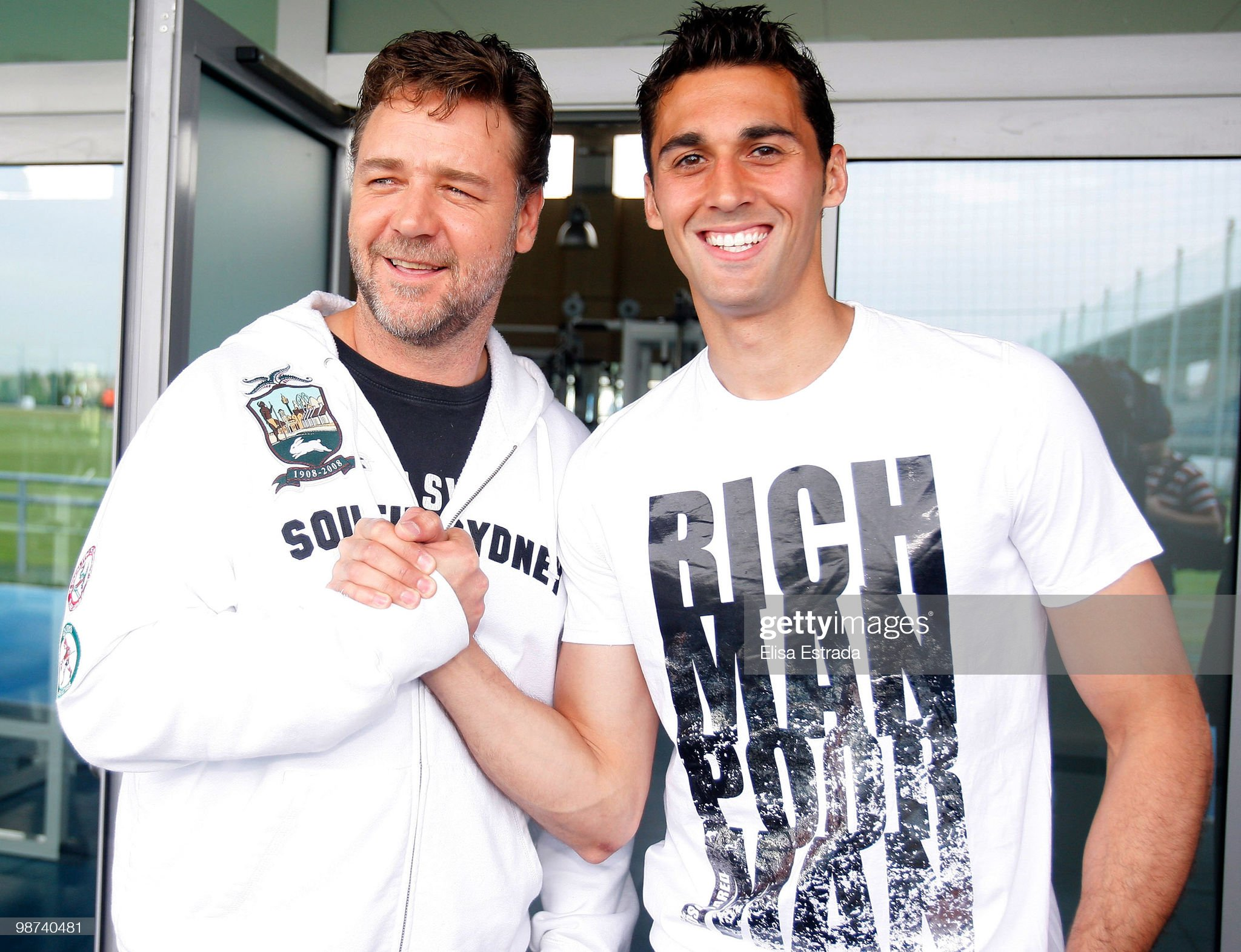 ¿Cuánto mide Álvaro Arbeloa? - Altura Actor-russell-crowe-poses-with-alvaro-arbeloa-of-real-madrid-during-a-picture-id98740481?s=2048x2048