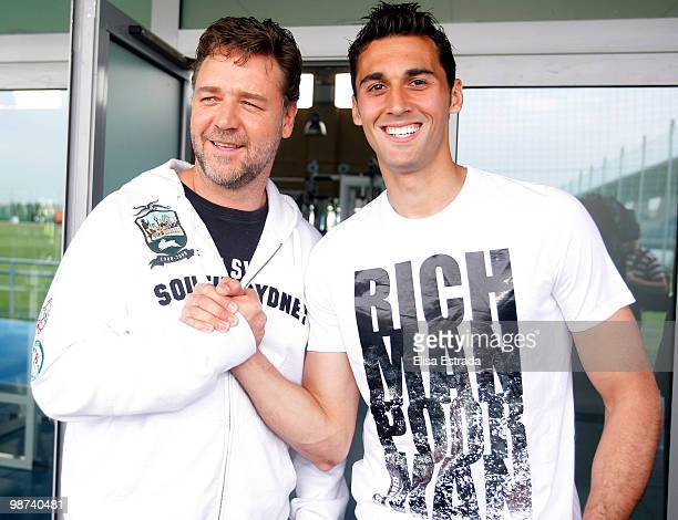 Actor Russell Crowe poses with Alvaro Arbeloa of Real Madrid during a visit to Valdebebas on April 29, 2010 in Madrid, Spain.