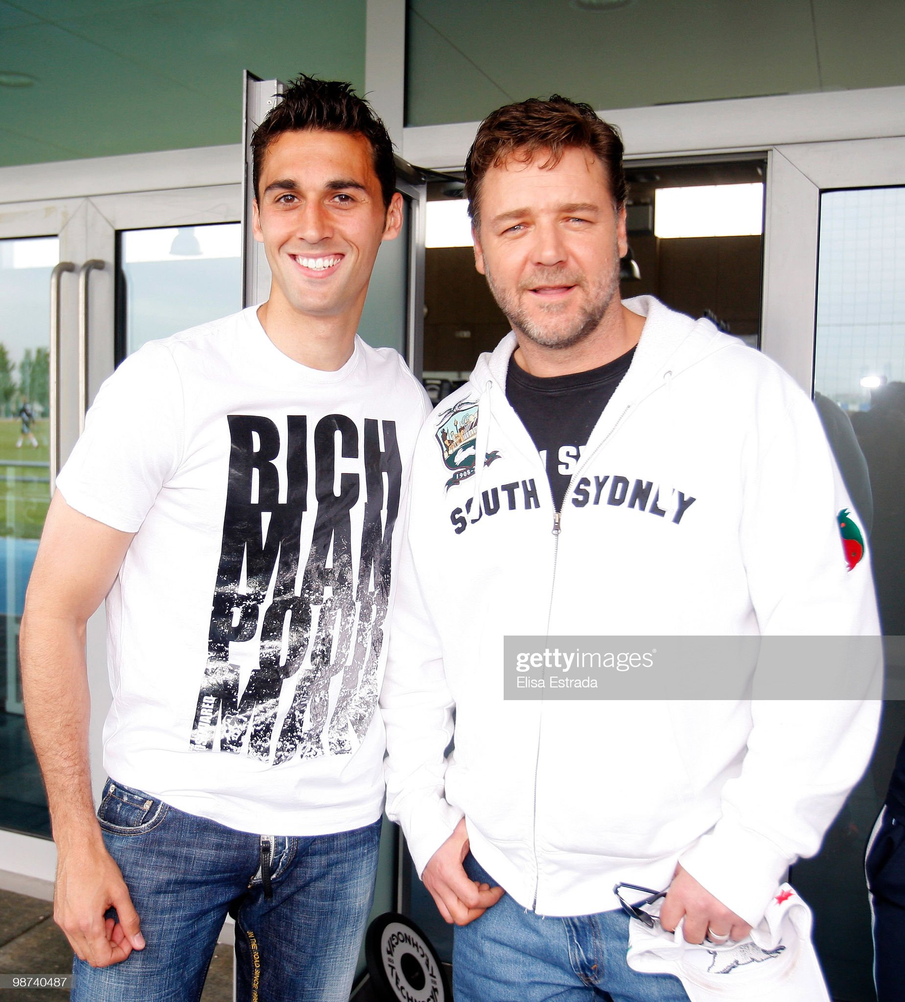¿Cuánto mide Russell Crowe? - Real height Actor-russell-crowe-poses-with-alvaro-arbeloa-of-real-madrid-during-a-picture-id98740487?s=2048x2048