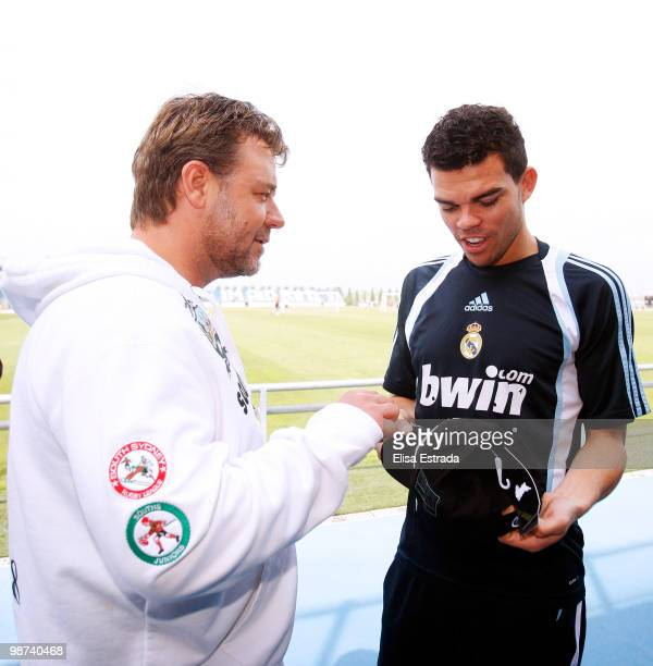 Actor Russell Crowe talks to Pepe of Real Madrid during a visit to Valdebebas on April 29, 2010 in Madrid, Spain.