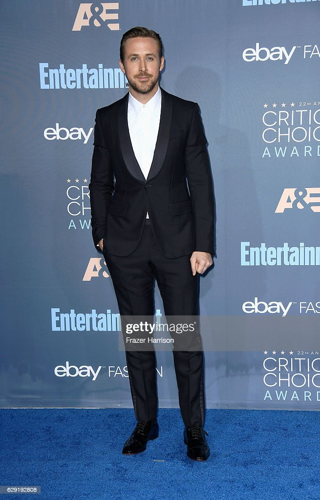Actor Ryan Gosling attends The 22nd Annual Critics' Choice Awards at Barker Hangar on December 11, 2016 in Santa Monica, California.