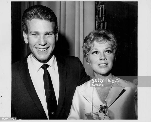 Actor Ryan O'Neill with his wife Joanna Moore at the Hollywood Women's Press Club California circa 1965