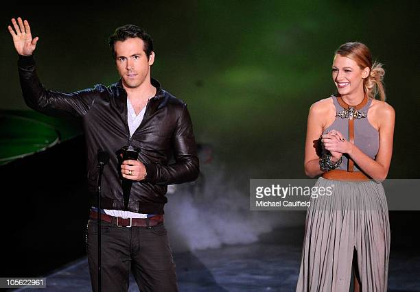 """Actor Ryan Reynolds accepts the award for Most Anticipated Movie from presenter Blake Lively onstage during Spike TV's """"Scream 2010"""" at The Greek..."""