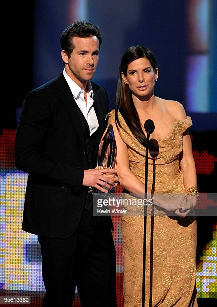 Actor Ryan Reynolds and actress Sandra Bullock accept the Favorite Comedy Movie award for The Proposal onstage during the People's Choice Awards 2010...