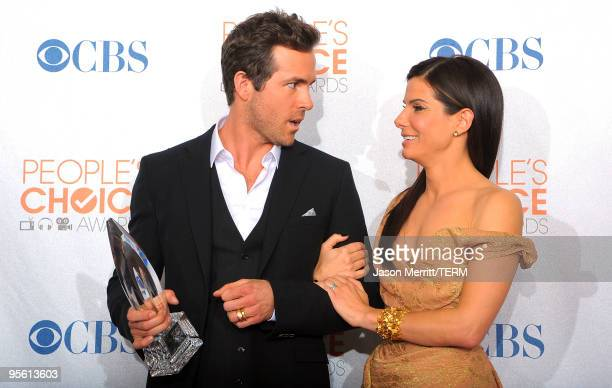 Actor Ryan Reynolds and actress Sandra Bullock pose with the Favorite Comedy Movie award in the press room during the People's Choice Awards 2010...