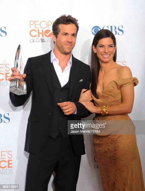 Actor Ryan Reynolds and actress Sandra Bullock pose with the Favorite Comedy Movie award for 'The Proposal' in the press room during the People's...
