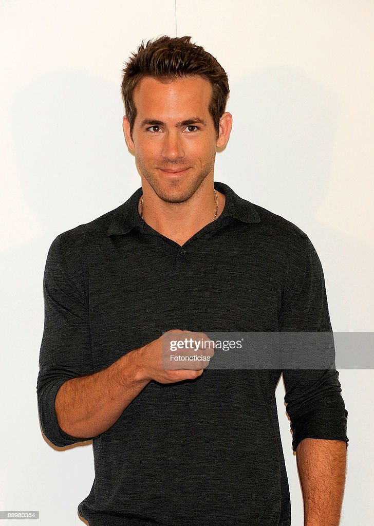 Actor Ryan Reynolds Attends A Photocall For The Proposal At Villa Picture Id88980354