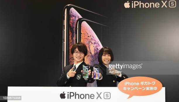 Actor Ryunosuke Kamiki and actress Honoka Matsumoto attend the launch event for the new iPhone XS/ iPhone XS Max at the AU Shinjuku Store on...