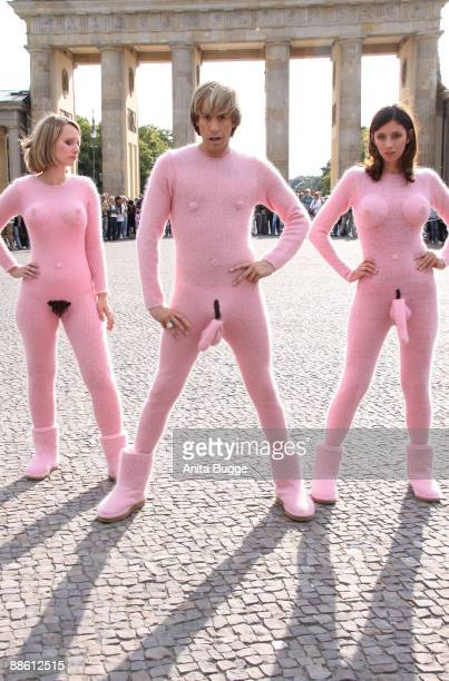 Actor Sacha Baron Cohen poses with two coactresses during a photocall for his new film 'Bruno' in front of the Brandenburg Gate on June 21 2009 in...