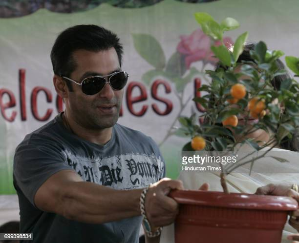 Actor Salman Khan inaugurates Green World 2010 an exhibition Nursery plants and flowers by BMC and I LOVE MUMBAI at Marine Drive in Mumbai on Thursday
