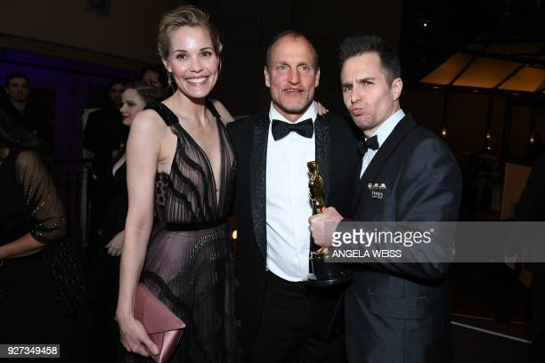 US actor Sam Rockwell and his wife Leslie Bibb and US actor Woody Harrelson attend the 90th Annual Academy Awards Governors Ball at the Hollywood...