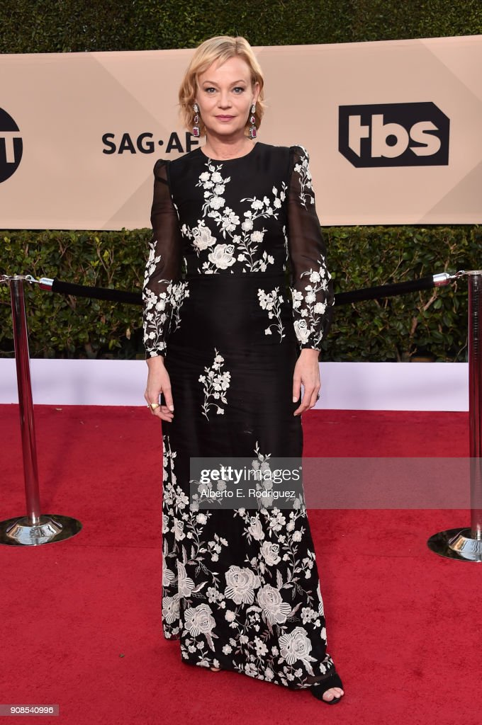 Actor Samantha Mathis attends the 24th Annual Screen Actors Guild Awards at The Shrine Auditorium on January 21, 2018 in Los Angeles, California. 27522_006