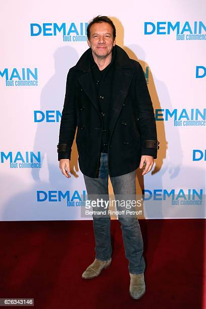 Actor Samuel Le Bihan attends the 'Demain Tout Commence' Paris Premiere at Cinema Le Grand Rex on November 28 2016 in Paris France