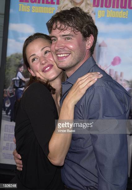 Actor Scott Foley and wife Jennifer Garner attend the premiere of MGM Pictures'' Legally Blonde June 26 2001 in Los Angeles CA