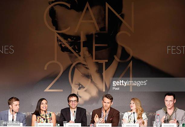 Actor Scott Speedman actress Rosario Dawson director Atom Egoyan actor Ryan Reynolds actress Mireille Enos and Kevin Durand attend the Captives press...