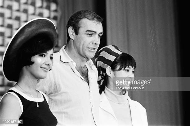 Actor Sean Connery poses with Akiko Wakabayashi and Mie Hama at the 'You Only Live Twice' press confernece on July 29, 1966 in Tokyo, Japan.