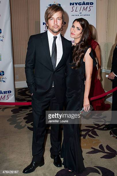 Actor Sean Patrick Flanery and actress Lauren Hill attend Norby Walters' 24nd Annual Night of 100 Stars Oscar Viewing Gala at Beverly Hills Hotel on...