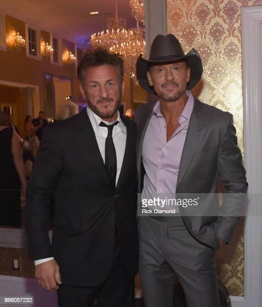 Actor Sean Penn and singersongwriter Tim McGraw attend Nashville Shines for Haiti benefitting Sean Penn's J/P Haitian relief organization featuring...