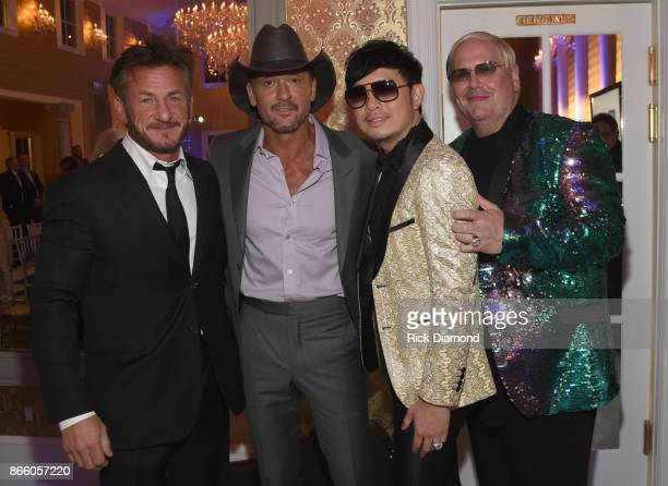 Actor Sean Penn singersongwriter Tim McGraw and hosts Newman Arndt and Johnathon Arndt attend Nashville Shines for Haiti benefitting Sean Penn's J/P...
