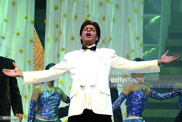 Actor Shah Rukh Khan performs on stage at the 2004 IIFA Awards in Singapore on 22 May 2004