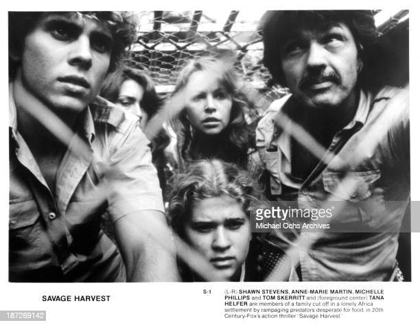 Actor Shawn Stevens actresses AnneMarie Martin and Michelle Phillips actor Tom Skerritt and actress Tana Helfer on set of the 20th CenturyFox movie...