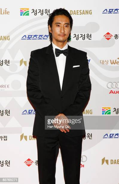 Actor Shin HyunJun poses on the red carpet of the 29th Blue Dragon Film Awards at KBS Hall on November 20 2008 in Seoul South Korea