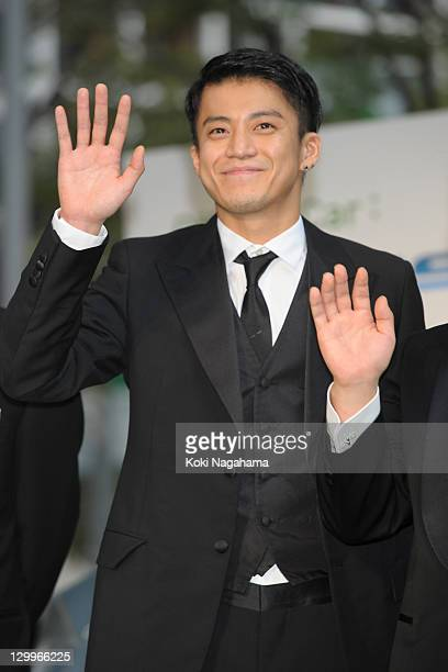 Actor Shun Oguri waves on the green carpet during the Tokyo International Film Festival Opening Ceremony at Roppongi Hills on October 22 2011 in...