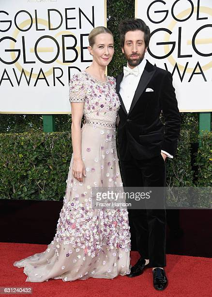 Actor Simon Helberg and Jocelyn Towne attend the 74th Annual Golden Globe Awards at The Beverly Hilton Hotel on January 8 2017 in Beverly Hills...