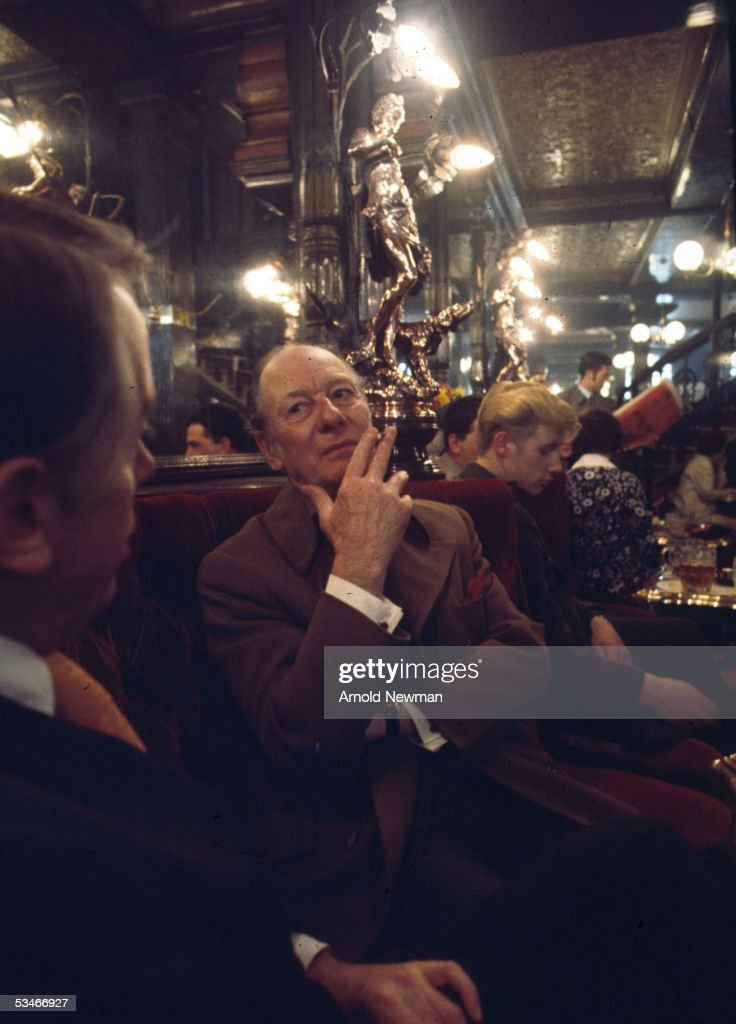 Sir John Gielgud at the Salisbury Pub : News Photo