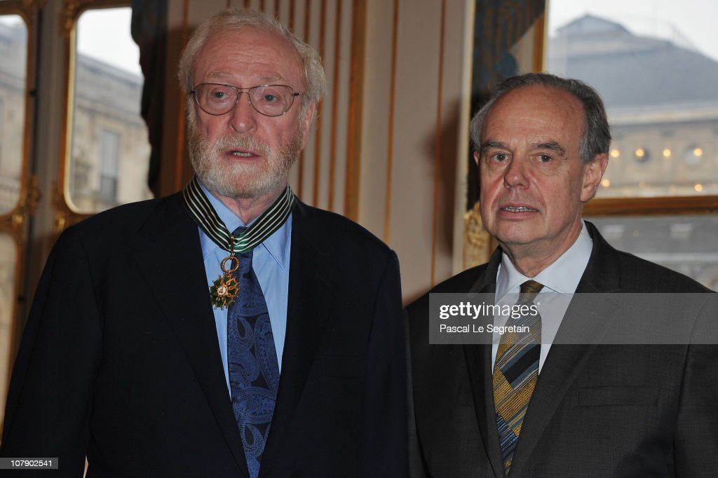"Actor Michael Caine Awarded ""Commandeur Des Arts Et Des Lettres"" At Ministere De La Culture : Photo d'actualité"