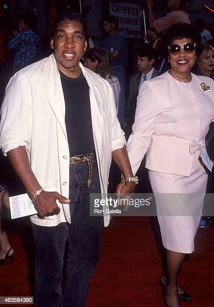 Actor Stan Shaw and mother Bertha attend the Boomerang Hollywood Premiere on June 28 1992 at the Mann's Chinese Theatre in Hollywood California